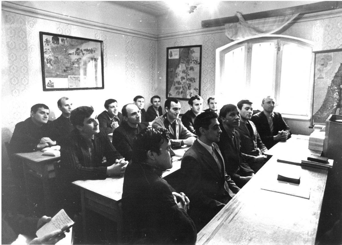 Prima serie de seminariști în sala de curs